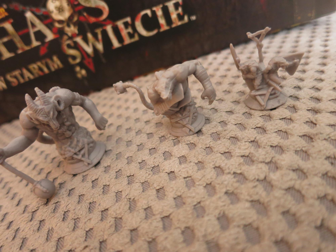 figurki rogaty szczur