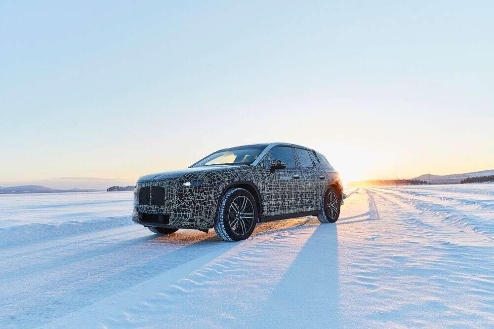 Tak jeździ elektryczne BMW iNext! Nagrano je podczas testów na Nurburgring