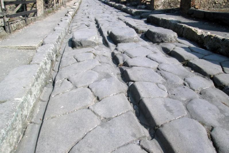 Starożytni Rzymianie używali stopionego żelaza do naprawy ulic