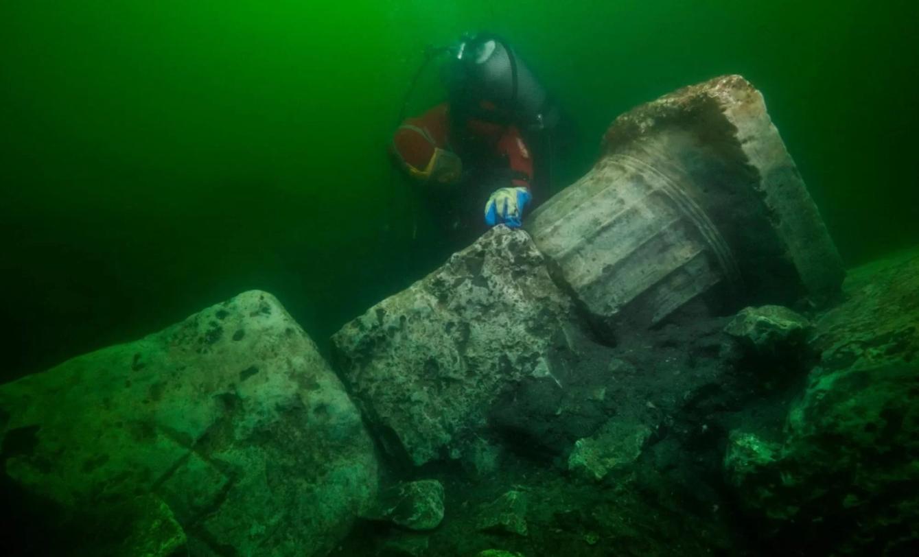Nurkowie znaleźli świątynie i skarby w zatopionym starożytnym mieście