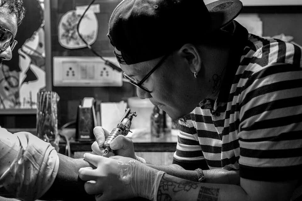 Gdzie zrobić tatuaż, żeby bolało jak najmniej?