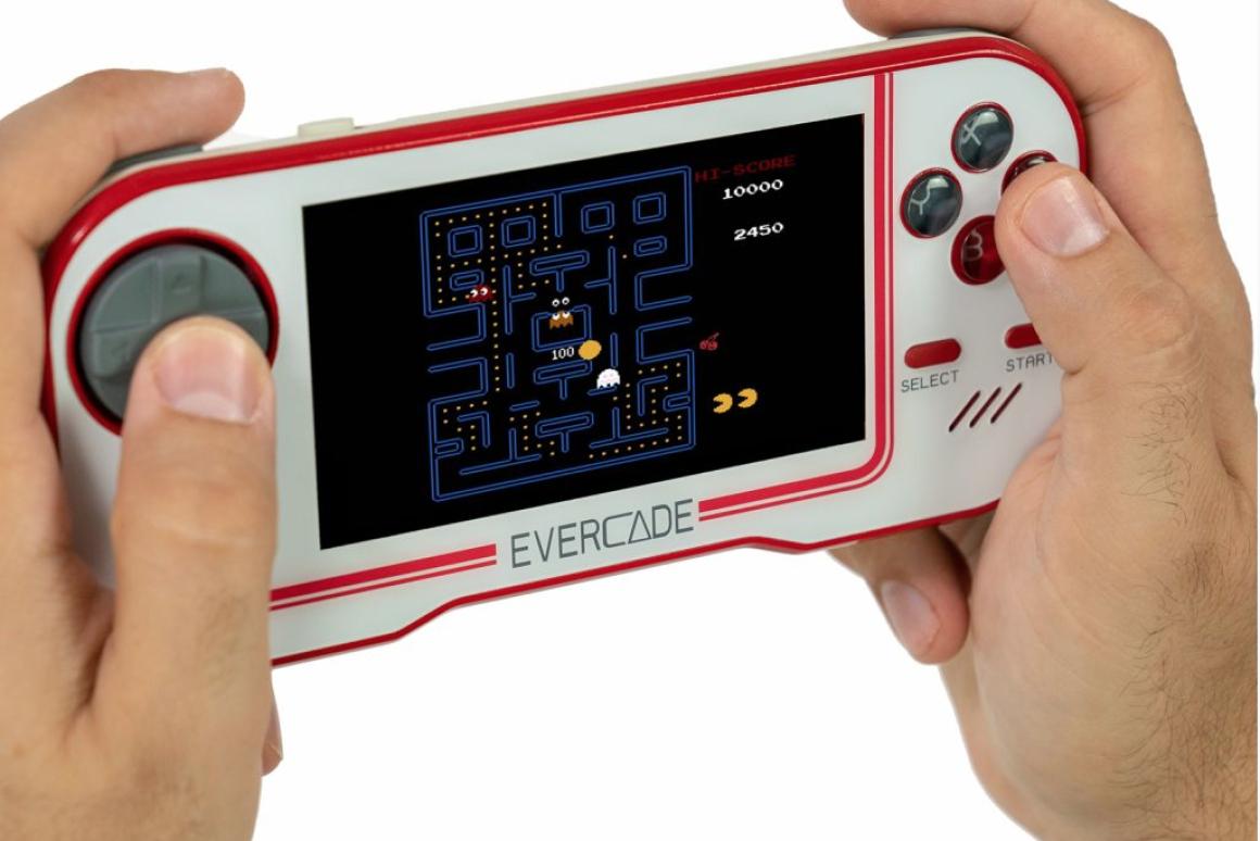 Stacjonarno-mobilna konsola Evercade zachwyca biblioteką retro gier