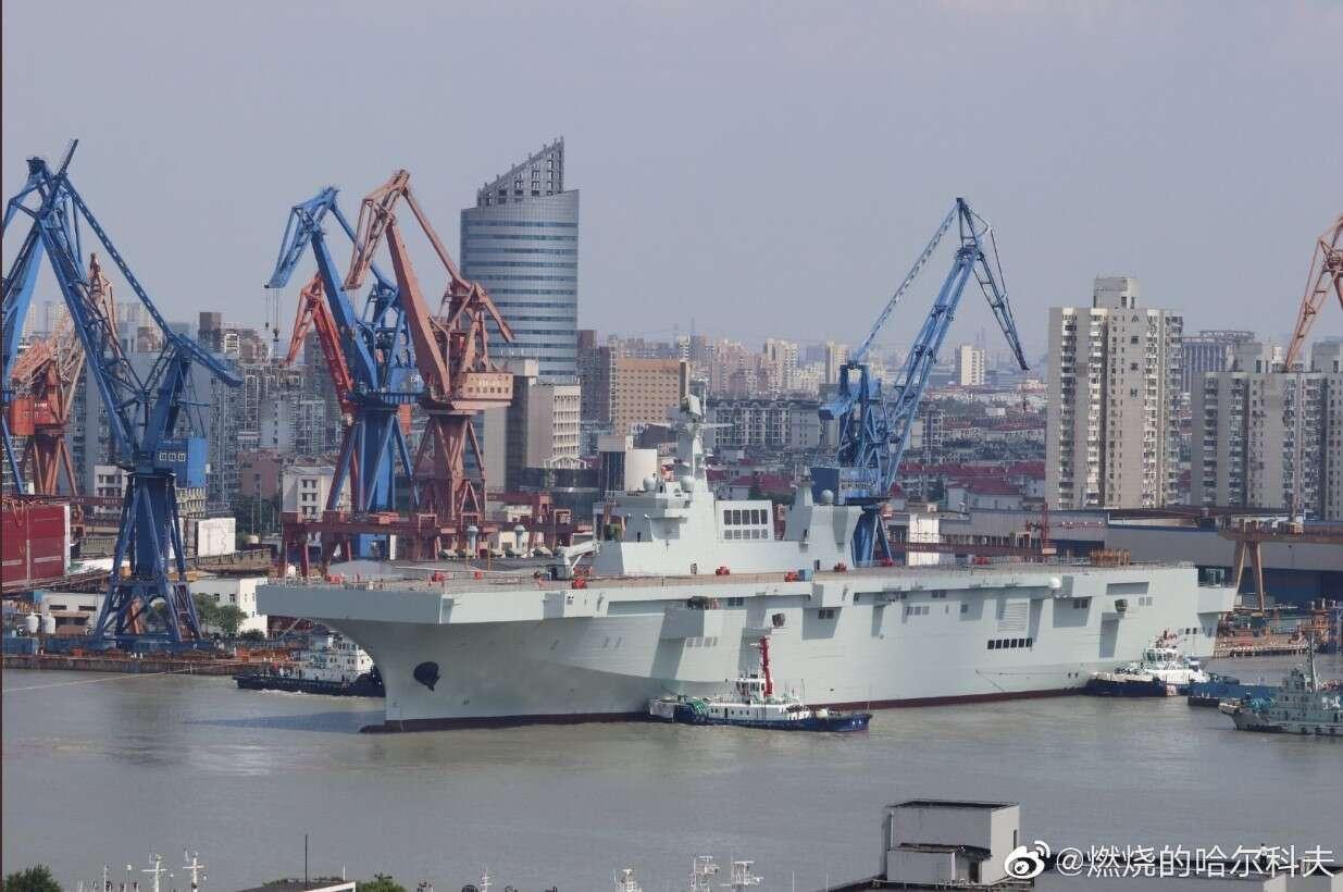 Zwodowano pierwszy desantowy okręt Type 075 Chin
