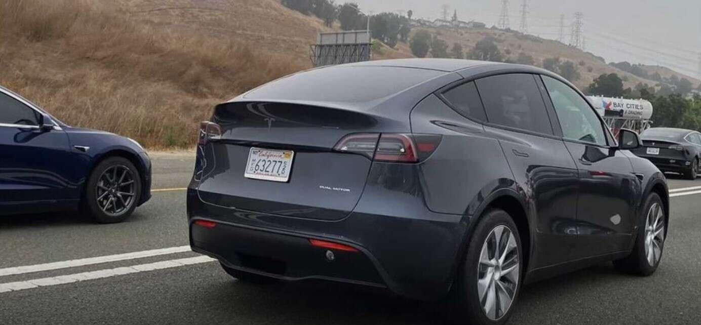 Wysyp Tesla Model Y na publicznych drogach
