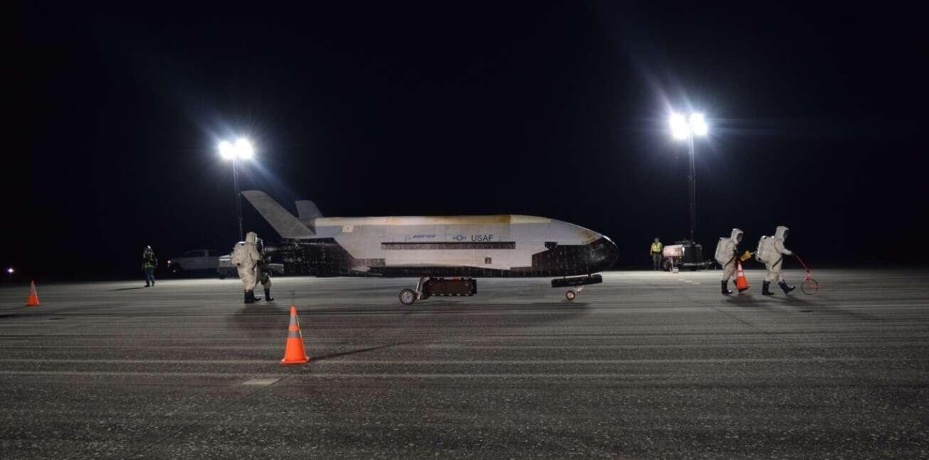 Kosmiczny samolot X-37B powrócił po rekordowym locie