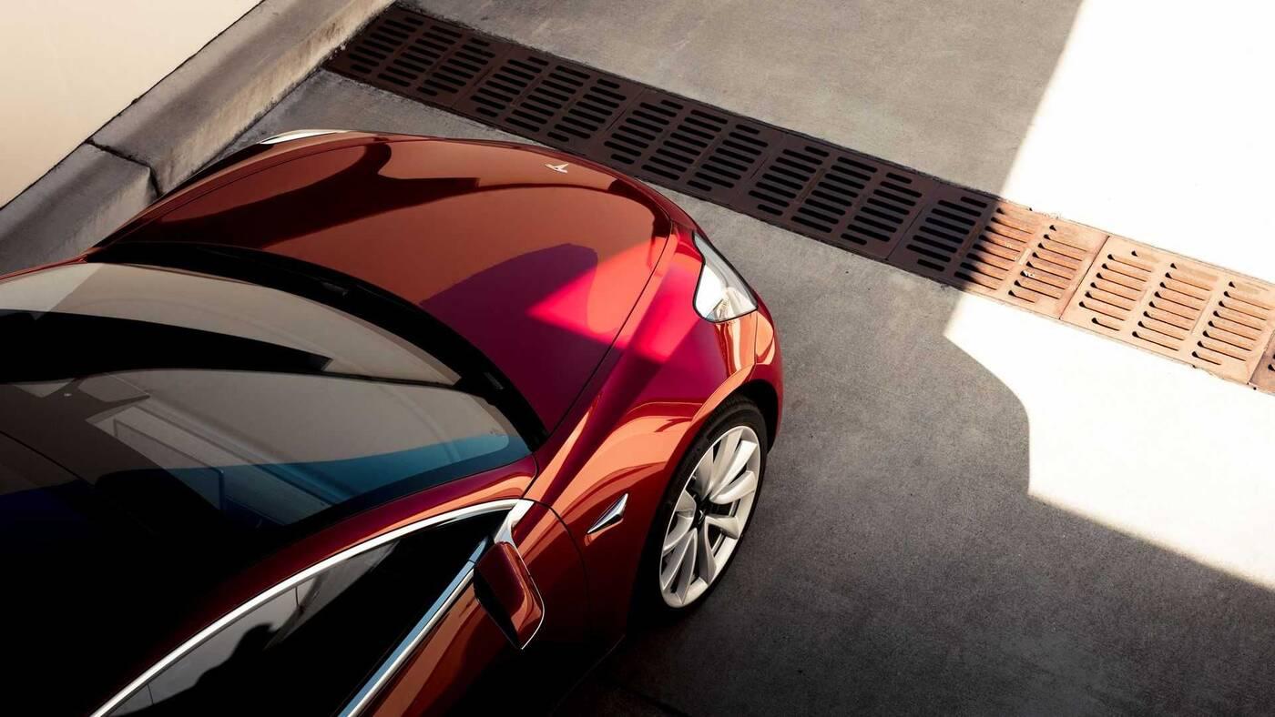 Musk obiecuje lepszy zasięg samochodów Tesli