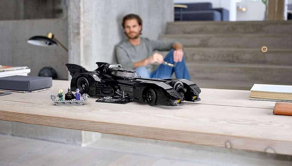 LEGO poszło w klimaty Batmana zestawem Batmobile 1989