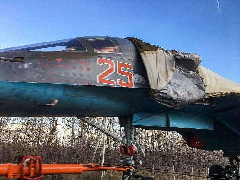 Rosyjski myśliwiec SU-34,  myśliwiec SU-34 na autostradzie, SU-34 na autostradzie, transportowanie myśliwca SU-34