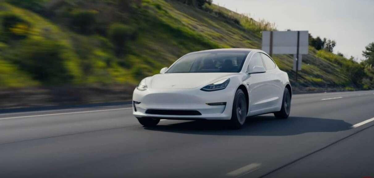 Sprzedaż elektrycznych samochodów spada, a Tesla wzmacnia swoją pozycję