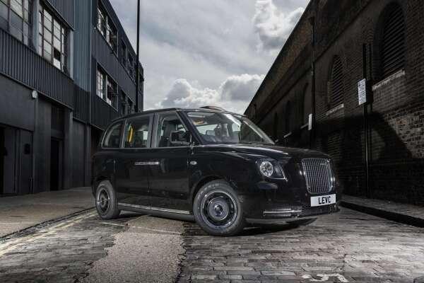 elektryczne taksówki, ładowanie bezprzewodowe, taksówki w Nottingham, taksówki EV