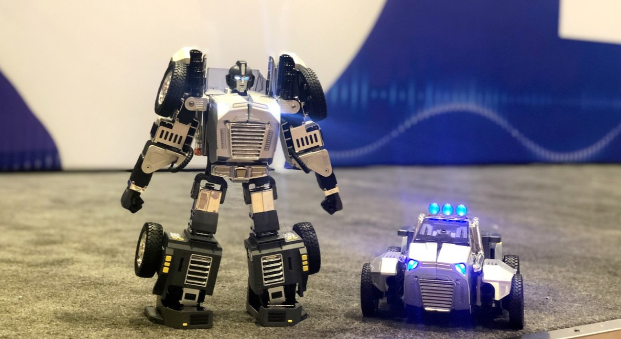 """Robot T9 zawdzięcza swoją wyjątkowość prawdziwie """"transformerowym"""" możliwościom"""