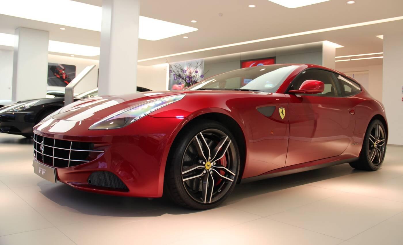 V12 w Ferrari FF brzmi bosko bez wydechu