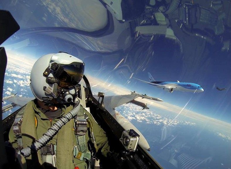 F16_pilot_selfie