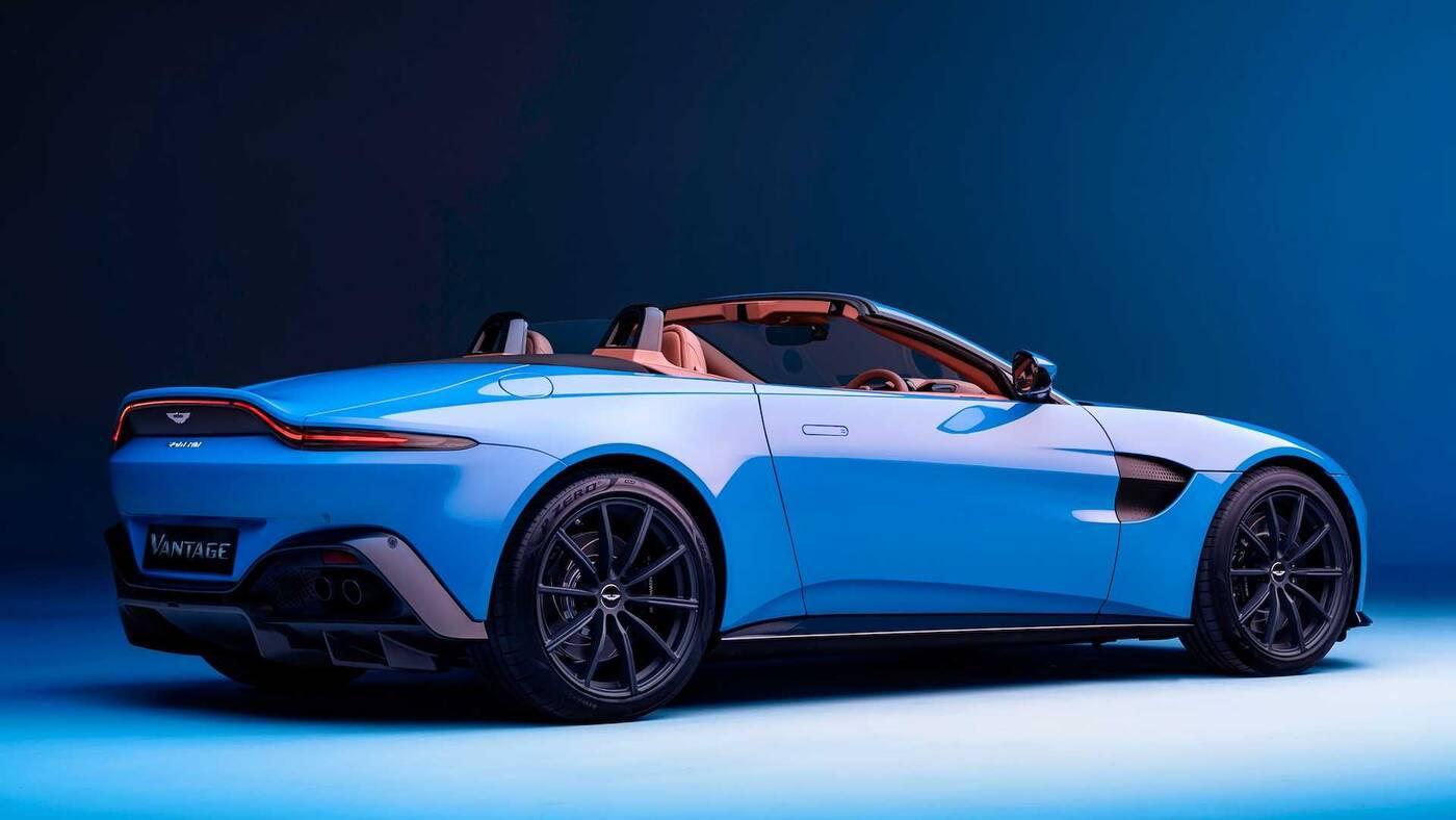 Roadster Aston Martin Vantage 2021 kabrioletem z najszybciej składającym się dachem