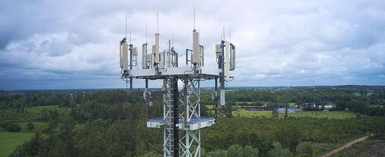 Pod przykrywką kwarantanny operatorzy budują sieć 5G. Takiego fake newsa dawno nie było