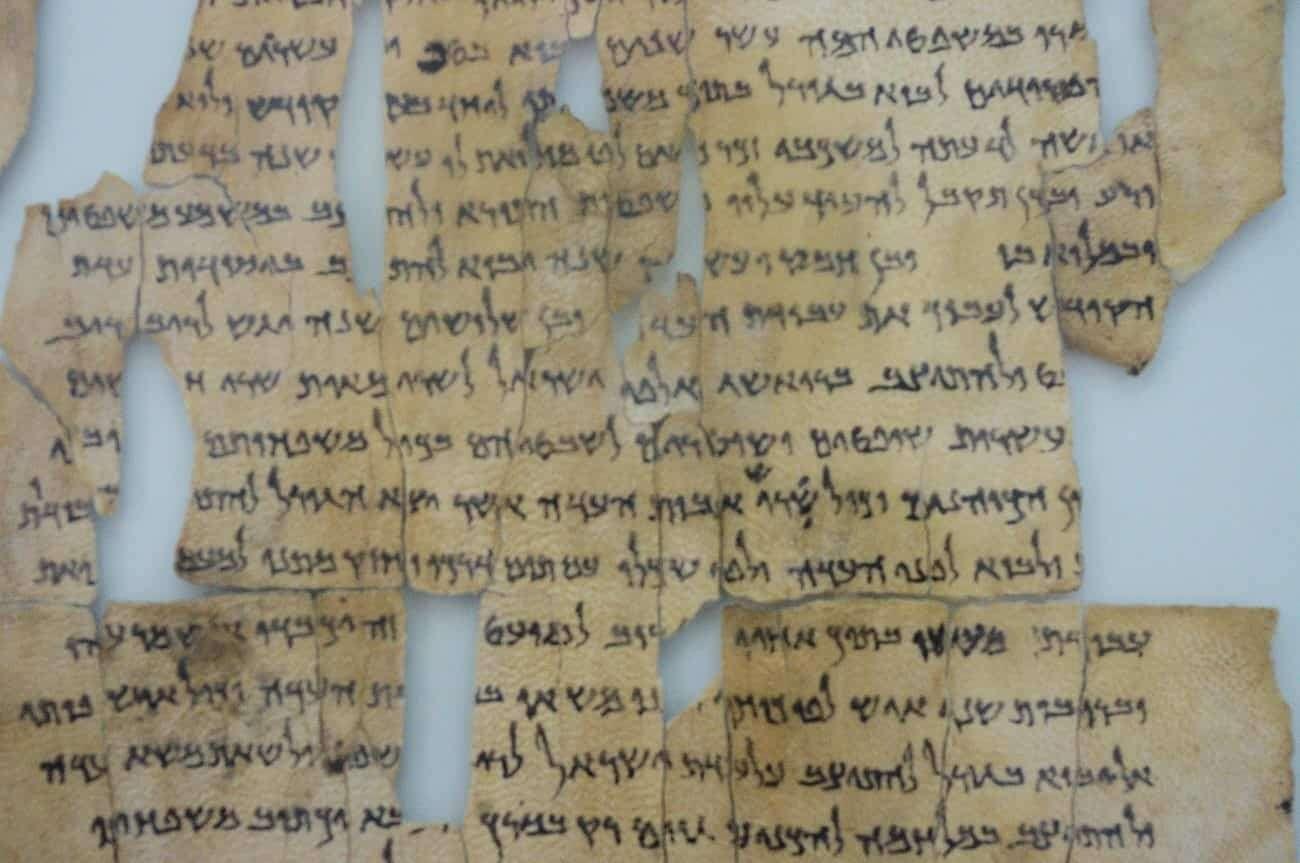 Naukowcy dowiedzieli się, kto stworzył rękopisy z Qumran. Pomogła sztuczna inteligencja