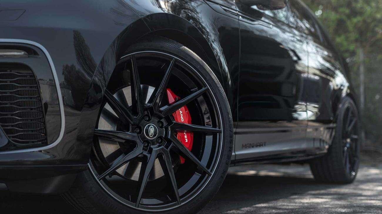Większa moc i ciemne akcenty w Range Rover Velar od Manhart