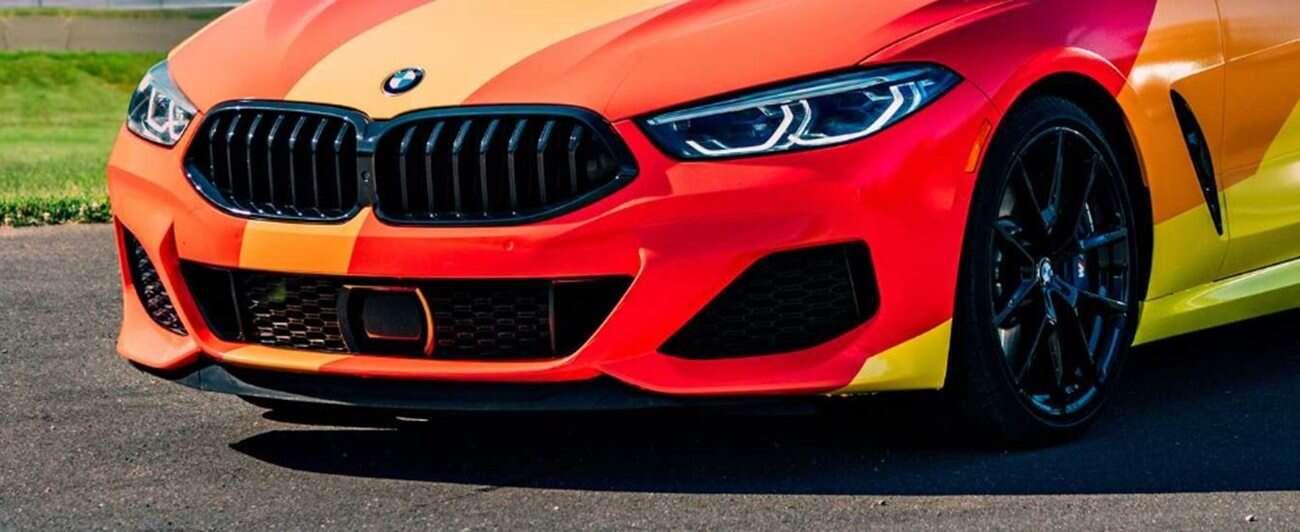 BMW z dumą prezentuje tęczowe wydanie serii 8