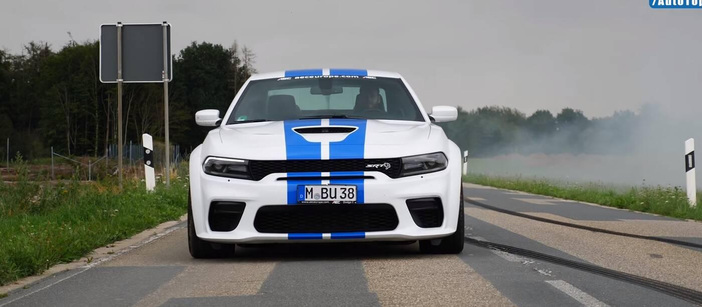 Autostradowy pokaz możliwości Dodge Charger Hellcat