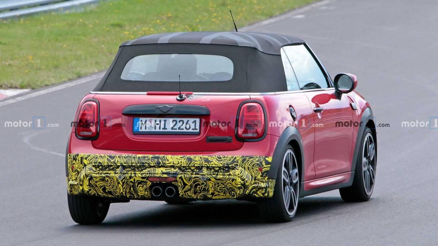 Nowy kabriolet Mini Cooper S dostrzeżony z nielicznym kamuflażem
