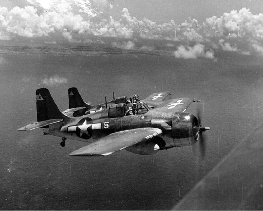 Po co te samoloty USA z II Wojny Światowej zmierzają do Pearl Harbor?