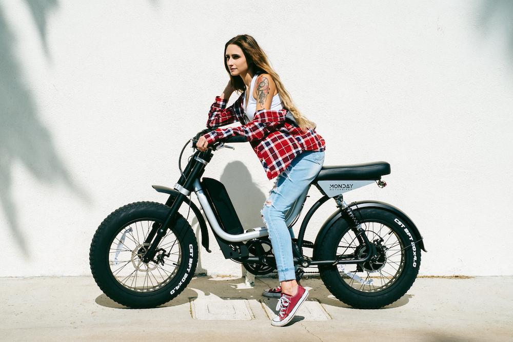 Elektryczny motorower Presidio od Monday Motorbikes