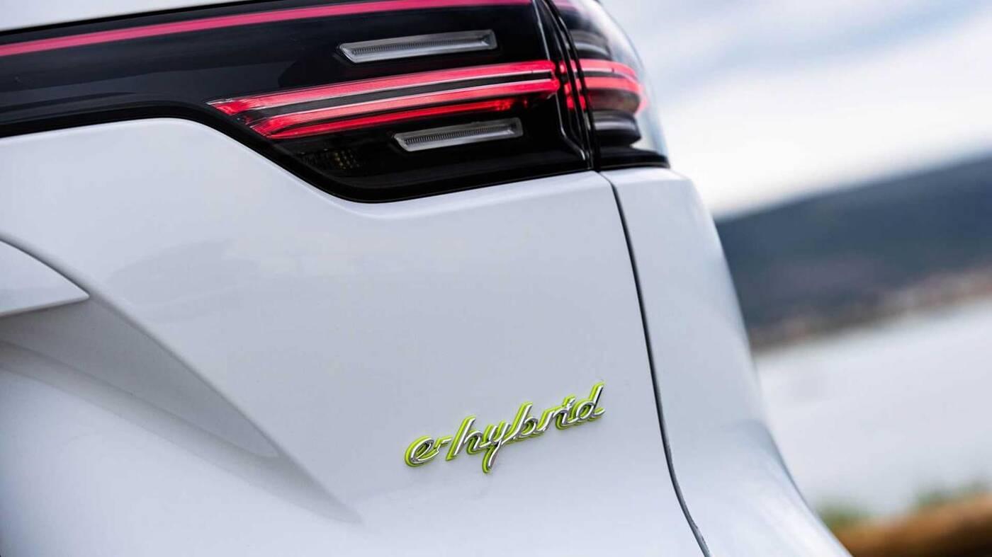 Hybrydowe Porsche Cayenne na 2021 rok zyskają większe akumulatory