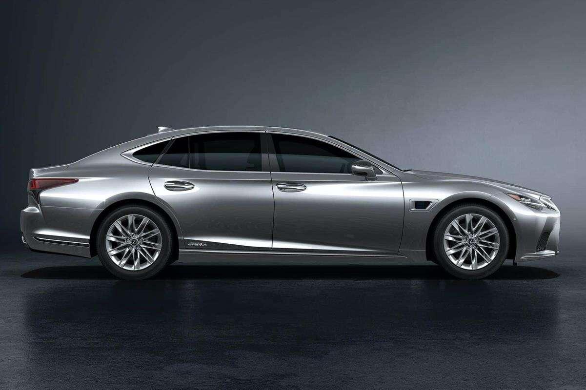 Lexus zniszczy swoją ofertę w Europie przez... SUVy