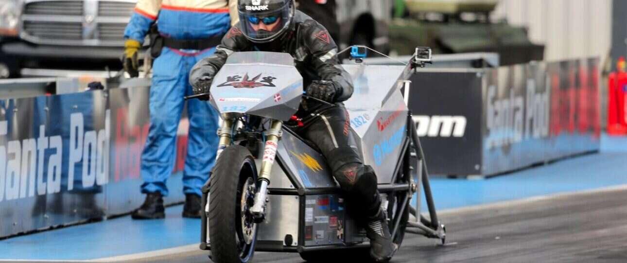 Obejrzyj jak elektryczny motocykl pobija rekord ćwierci mili z 1,2 megawatem mocy