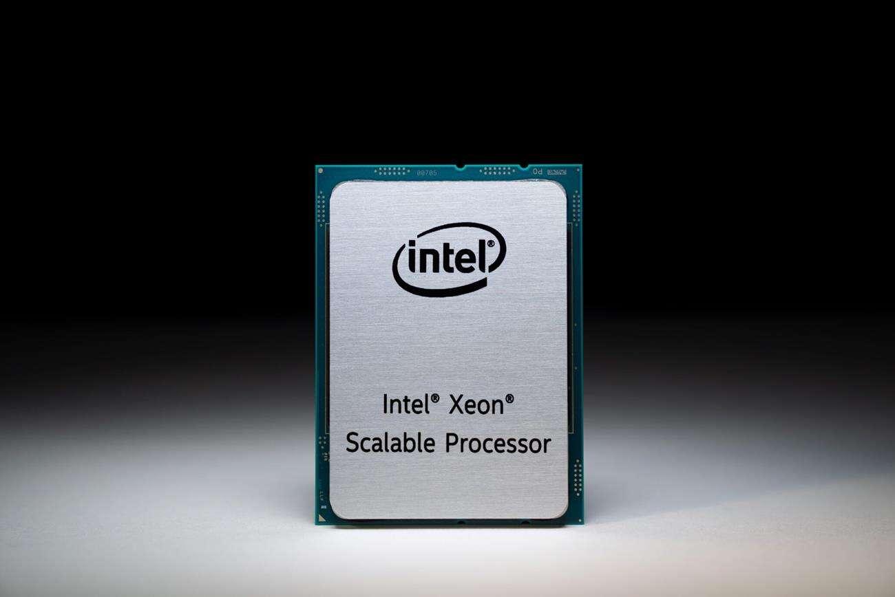 Zdjęcie konstrukcji wielkiego procesora Intel Xe HPC