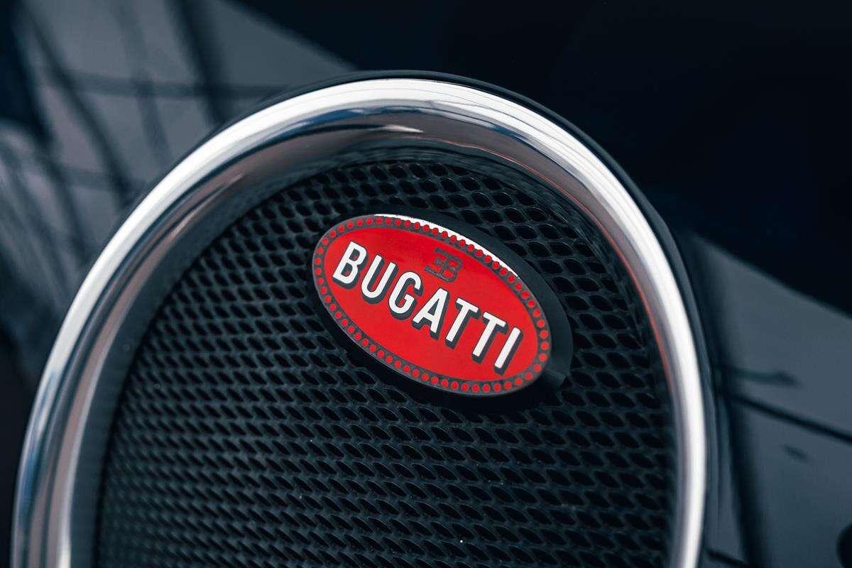 Nowe Bugatti nadchodzi. Kolejny teaser zdradza hardcorową pozycję siedzeń