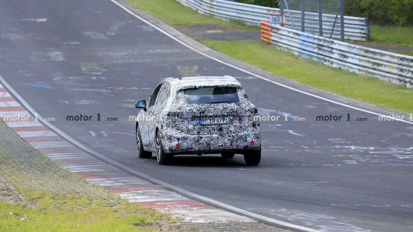 Prototyp BMW 2 Active Tourer 2021 na nowych materiałach