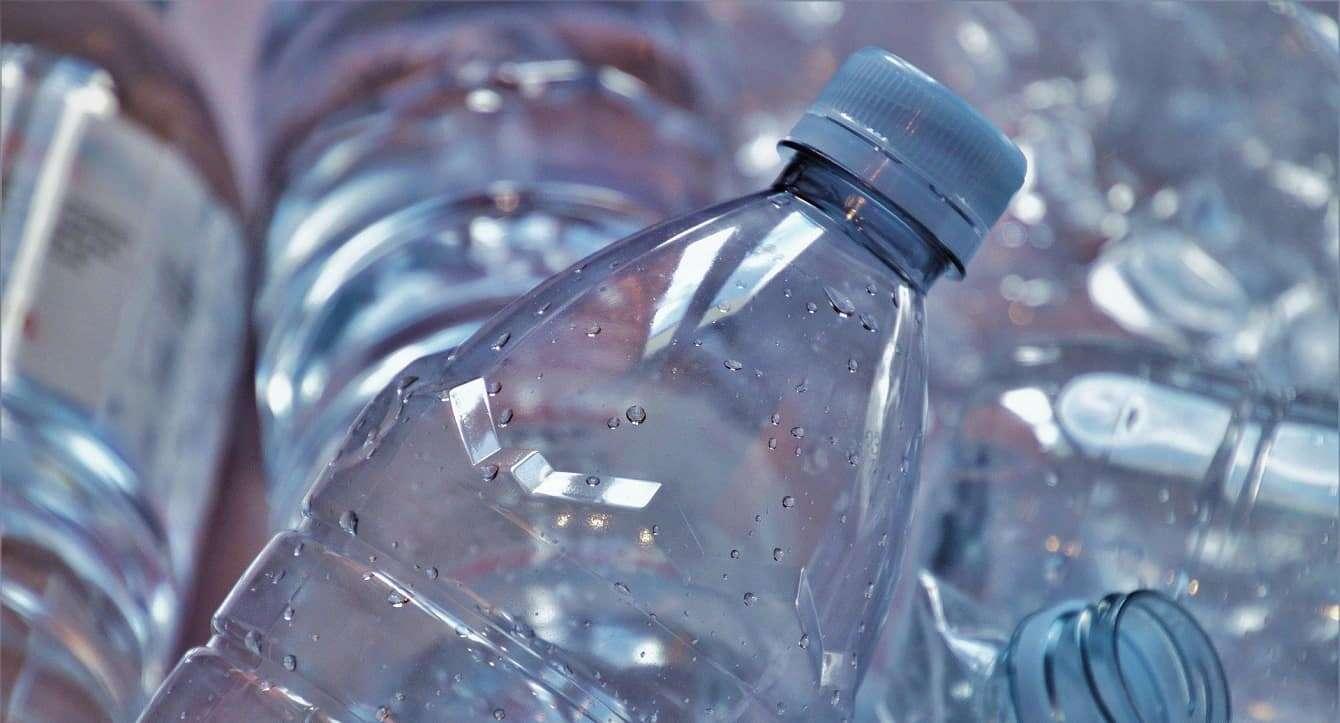 Plastik można przerobić na użyteczny płyn. Pomaga ta metoda