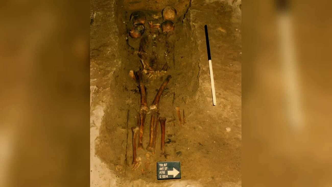 """Kim był """"sześciogłowy wódz"""" pochowany w tym grobie?"""