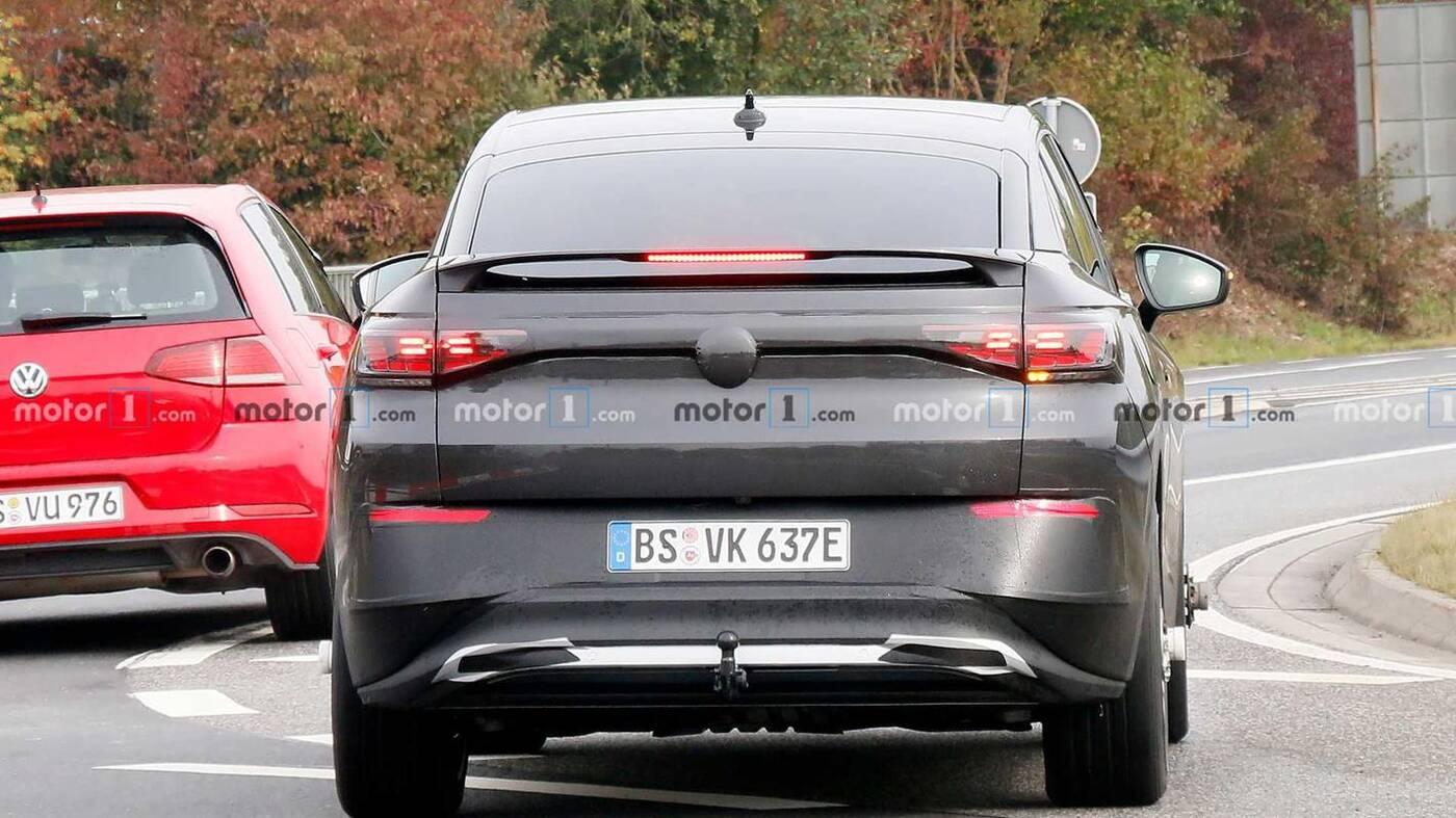 Volkswagen ID.5 wyszpiegowany. Spójrzcie na kolejny elektryczny samochód firmy