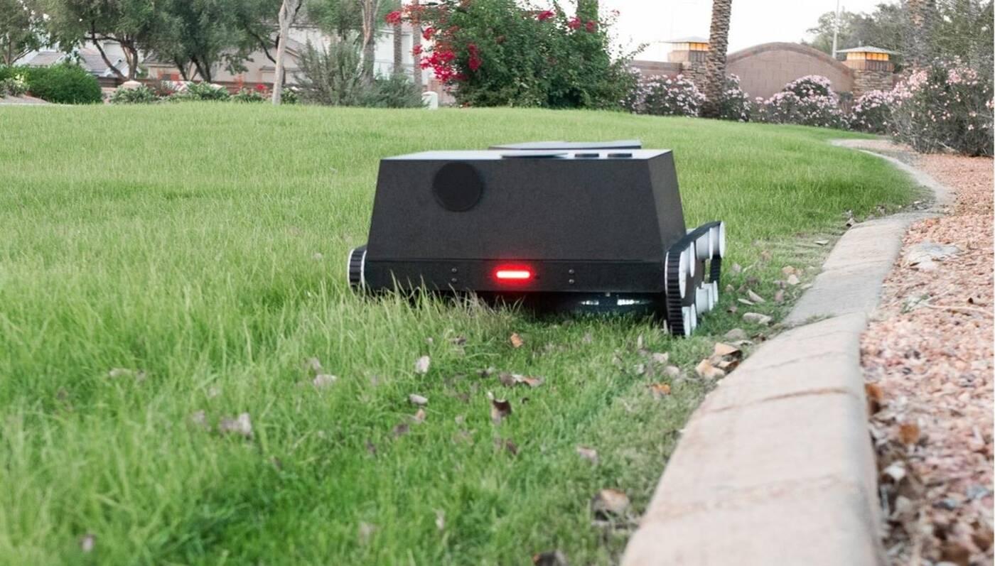 Co powiecie na roboty koszące trawniki, a nawet zajmujące się całym ogrodem?