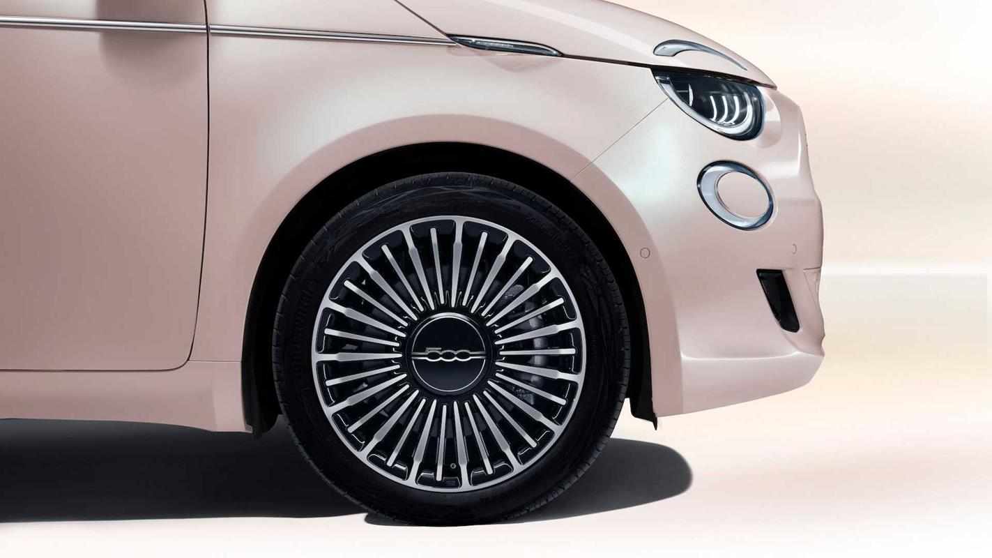 Odpicujcie Fiata 500e dodatkami Mopar