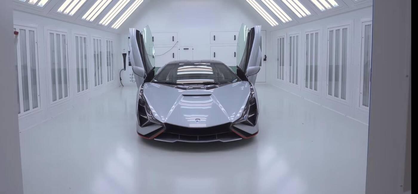 Niemal kompletne Lamborghini Sian pod lupą jednego z 63 właścicieli