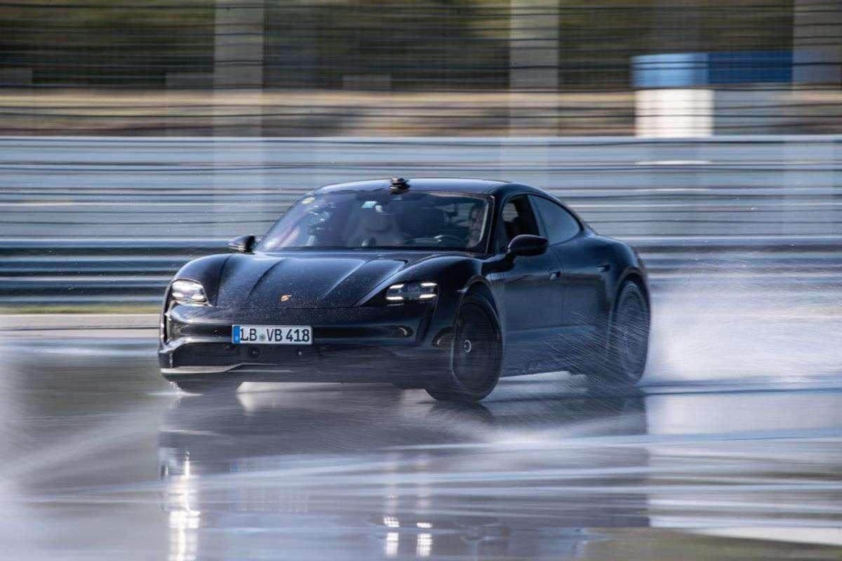 Porsche Taycan, Taycan drift,. rekord driftu
