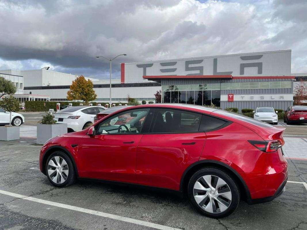 Tesla ulepszyła Model Y przez odświeżenie Modelu 3