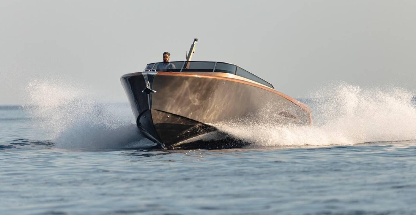 Jacht Heritage 9.9 łączy drewno z włóknem węglowym
