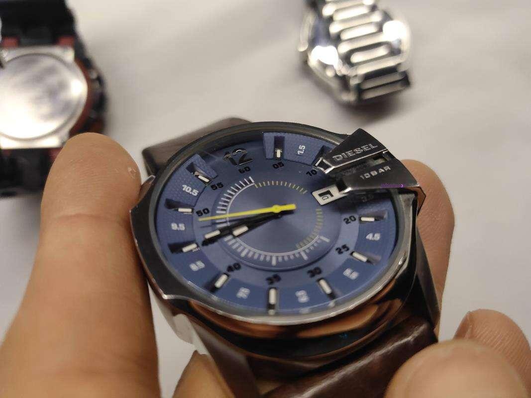 działa zegarek kwarcowy, działanie zegarka kwarcowego, jak działa zegarek elektryczny, zegarek na baterie