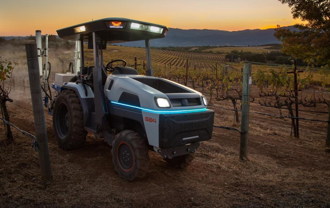 Nowoczesny traktor Monarch, czyli elektryczność i autonomia w jednym