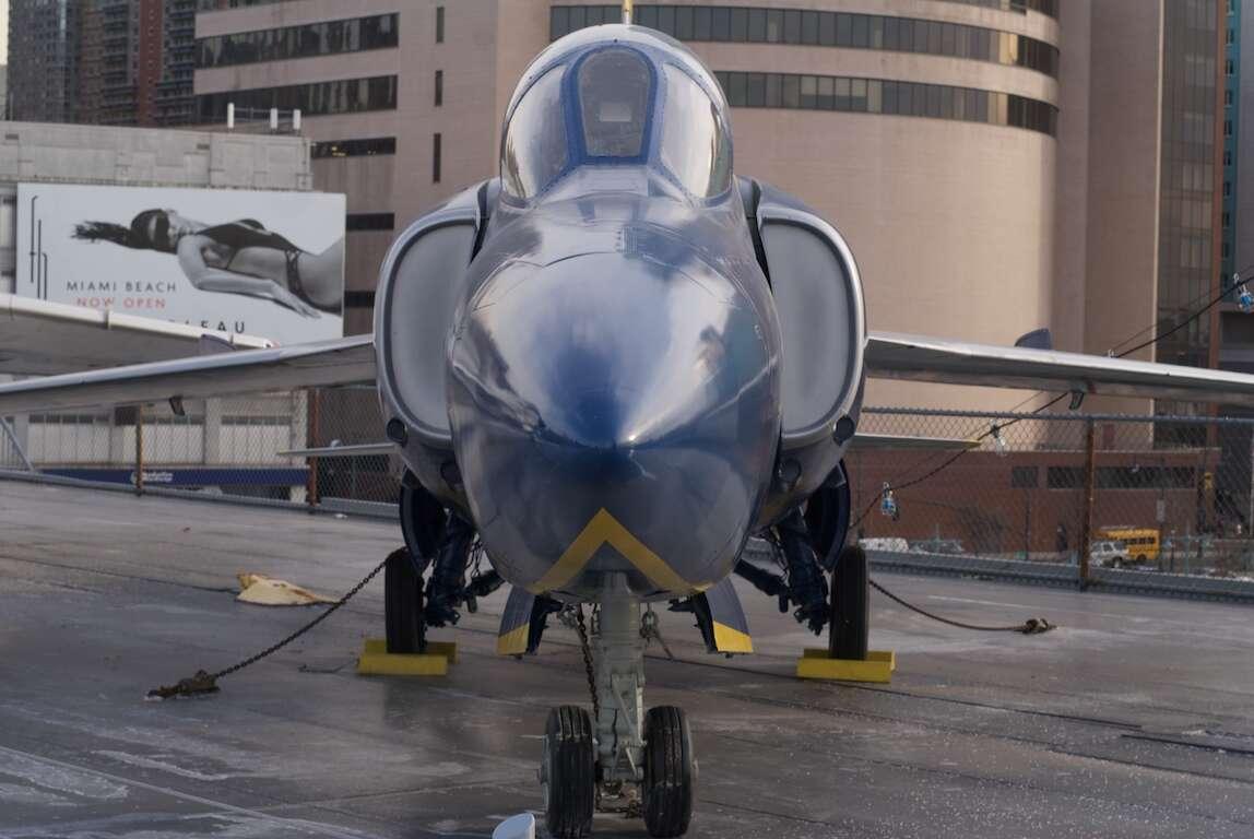myśliwiec zestrzelił siebie, F-11 Tiger myśliwiec, historia F-11 Tiger