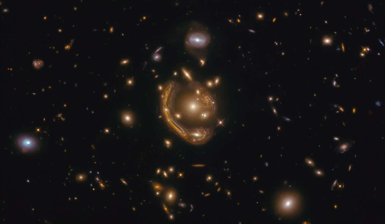 Stopiony pierścień przykuł uwagę astronomów. Mówił o nim już Einstein