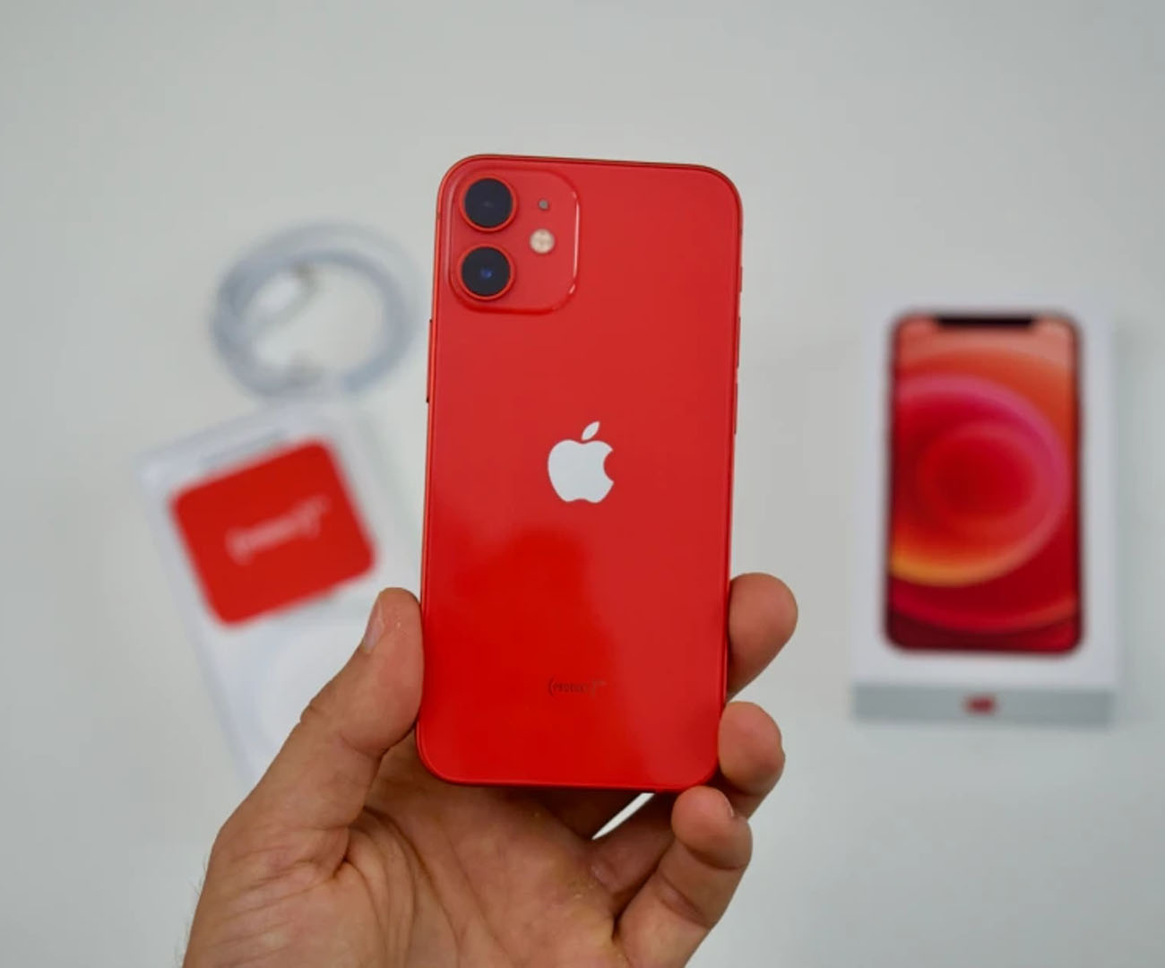 Sprzedaż iPhone 12 Mini fatalna. Sam taki chciałem, ale Apple przegięło