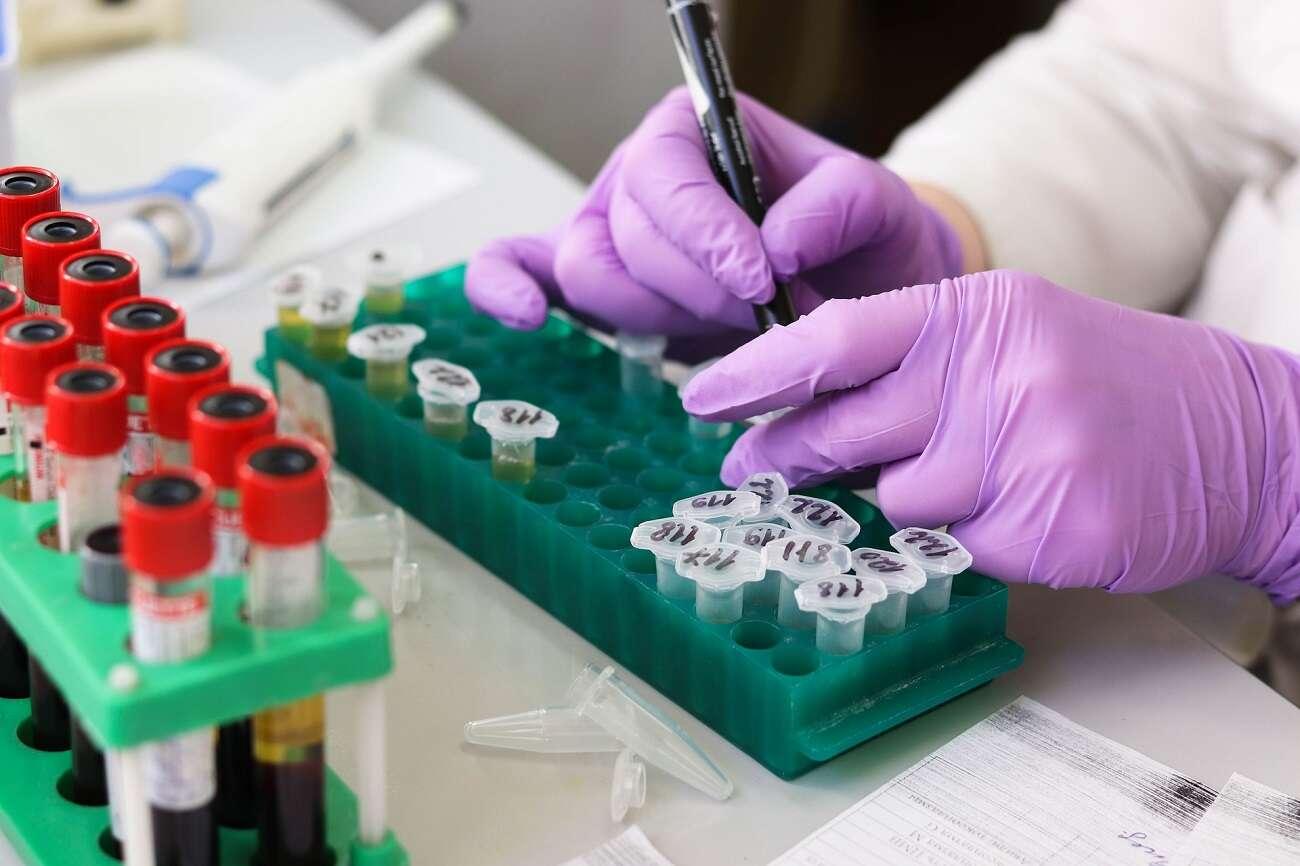 Co ze szczepionkami na mutacje koronawirusa? EMA zapowiada szybkie działania