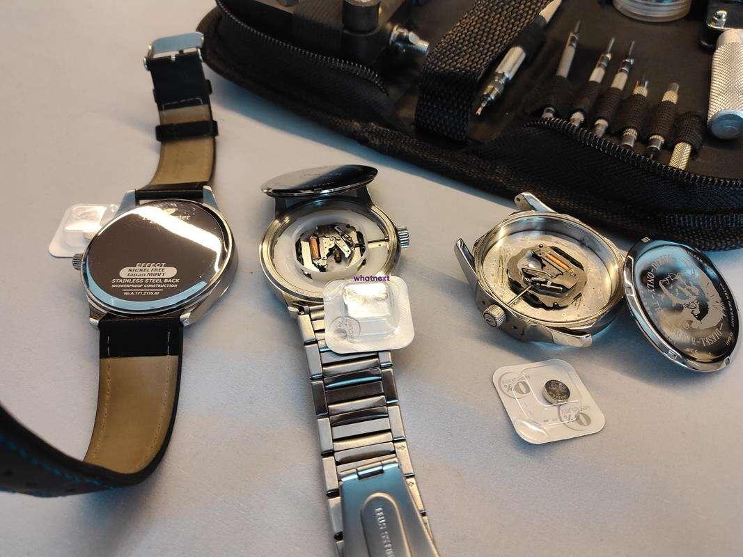 Jak wymienić baterię w zegarku, wymiana baterii w zegarku, bateria w zegarku, bateria zegarkowa, wymiana zegarkowej baterii, jak wymienić baterię zegarek, zegarek bateria