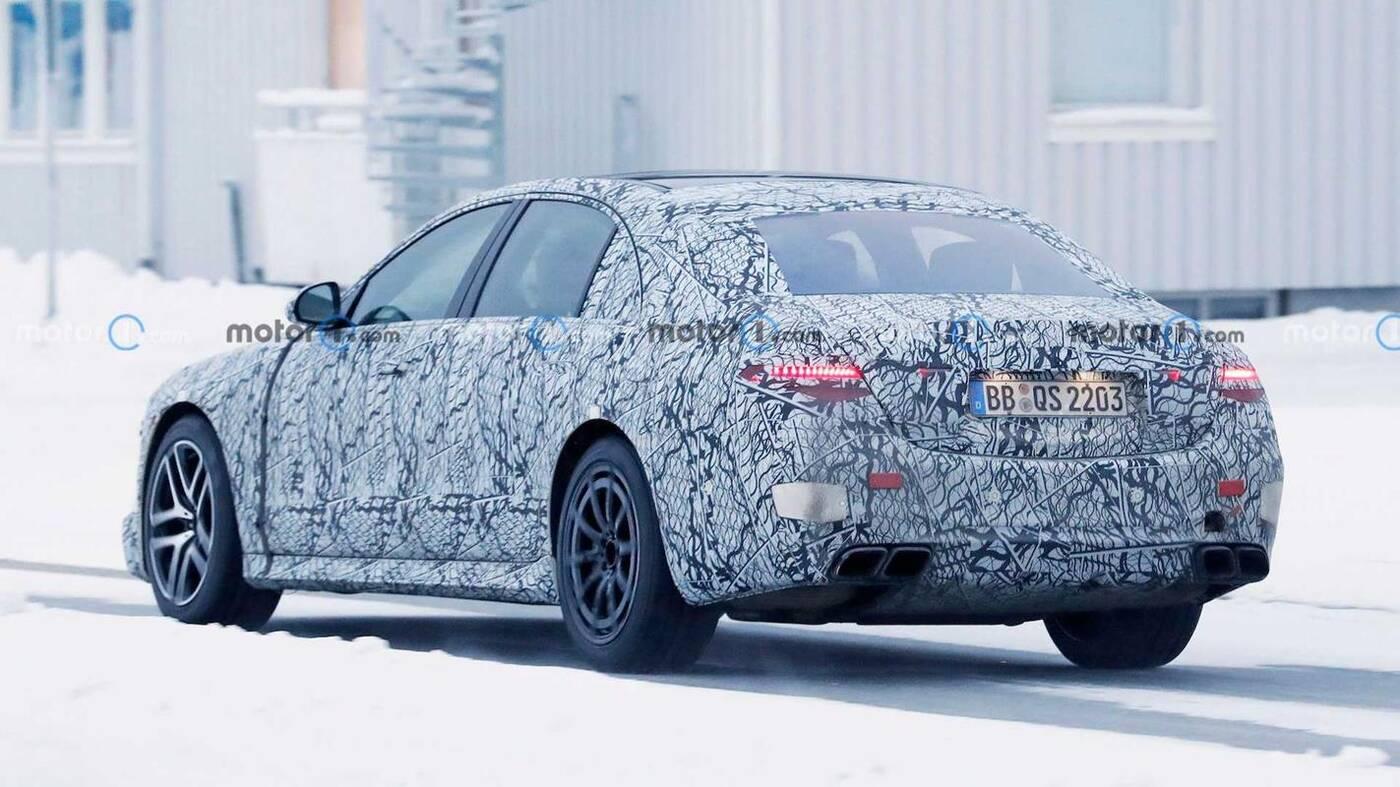 Testy hybrydowego Mercedes-AMG S63e w zimie