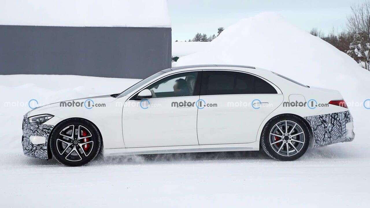 Hybrydowy Mercedes-AMG S63e na zdjęciach w zimowych testach